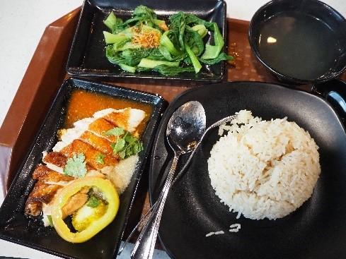 シンガポールのラサプラ・マスターズ(Rasapura Masters)のチキンライス(海南鶏飯)