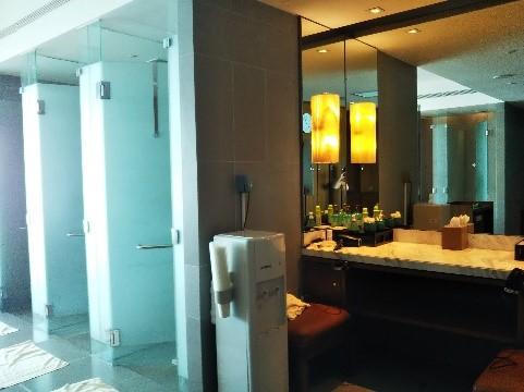 シンガポールのマリーナベイサンズのフィットネスジムのロッカールーム