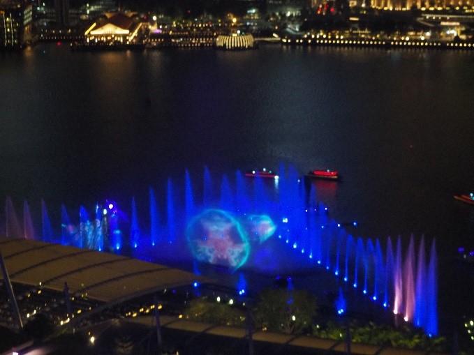 シンガポールのマリーナベイサンズの部屋から見えるスペクトラ(SPECTRA)