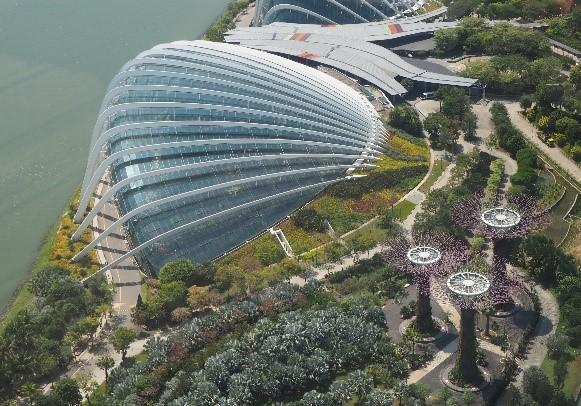 シンガポールのガーデンズバイザベイのフラワードーム外観