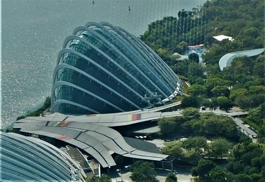シンガポールのガーデンズバイザベイのクラウドフォレスト外観