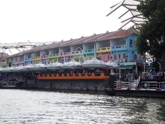 シンガポールのリバークルーズから見たクラークキー(Clarke Quay)