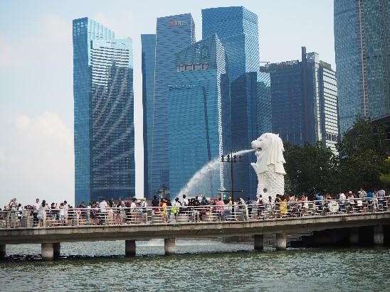 シンガポールのリバークルーズから見たマーライオン