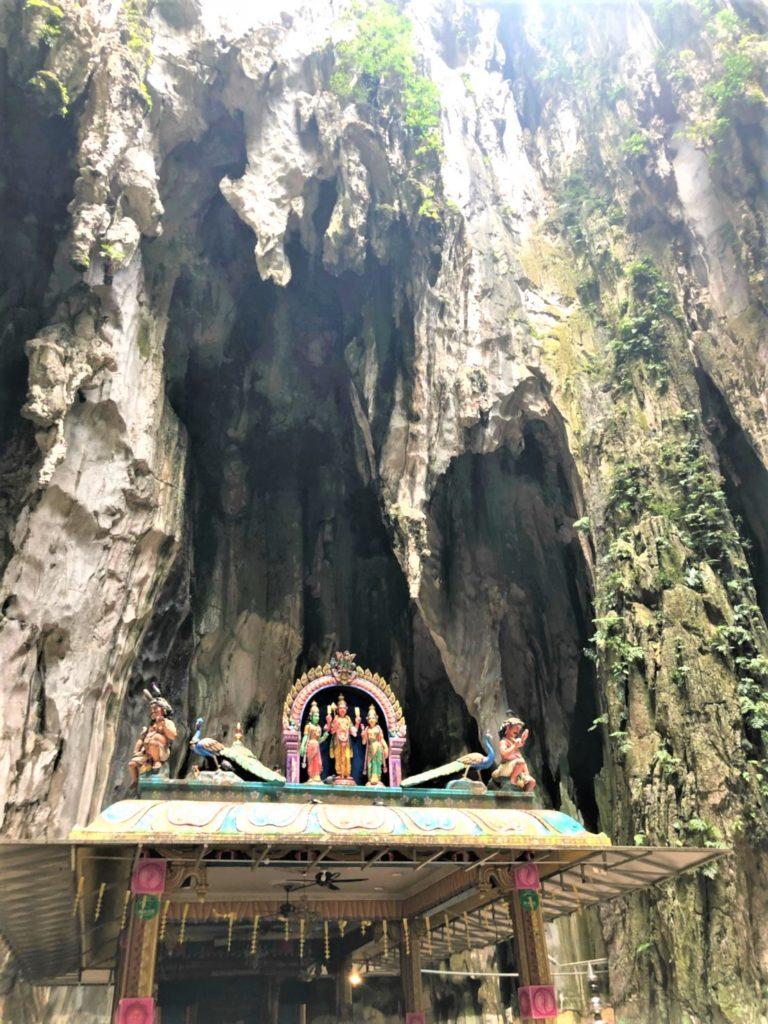 マレーシアのバトゥ洞窟の鍾乳洞内部