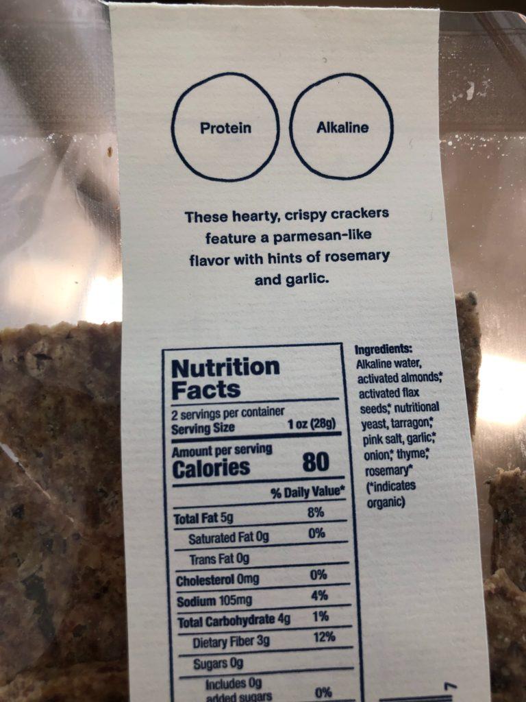 ムーンジュースの商品、Herb & Cheese Crispsのパッケージ