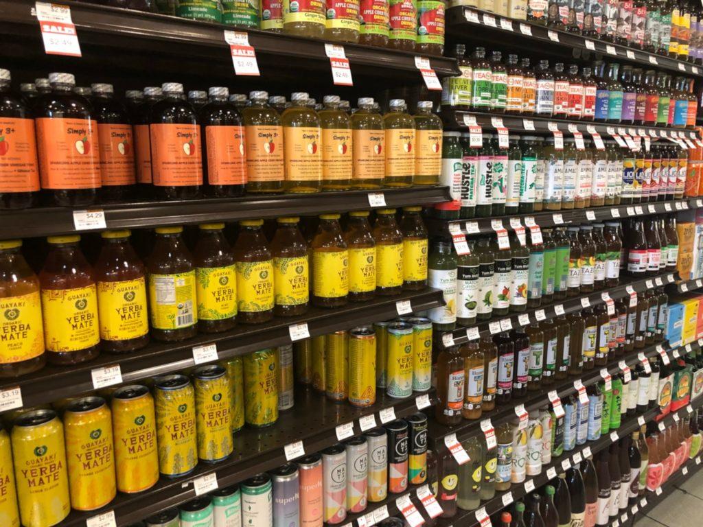 LAの超高級スーパー、エレウォン(Erewhon Market)店内のティーコーナー