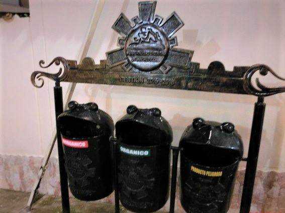 マチュピチュ村の可愛いゴミ箱