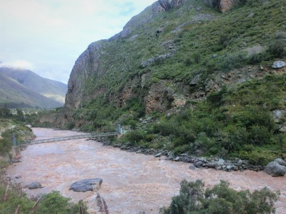 マチュピチュへ向かうインカレールから見たウルバンバ川の景色