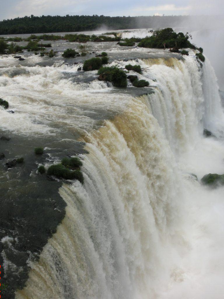 ブラジル側から見たイグアスの滝